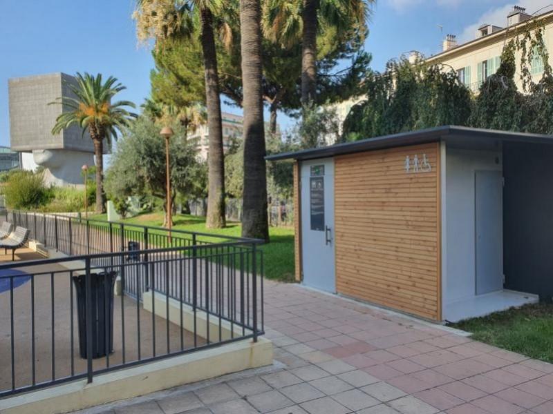 Francioli installe des toilettes publiques sécurisées à Nice