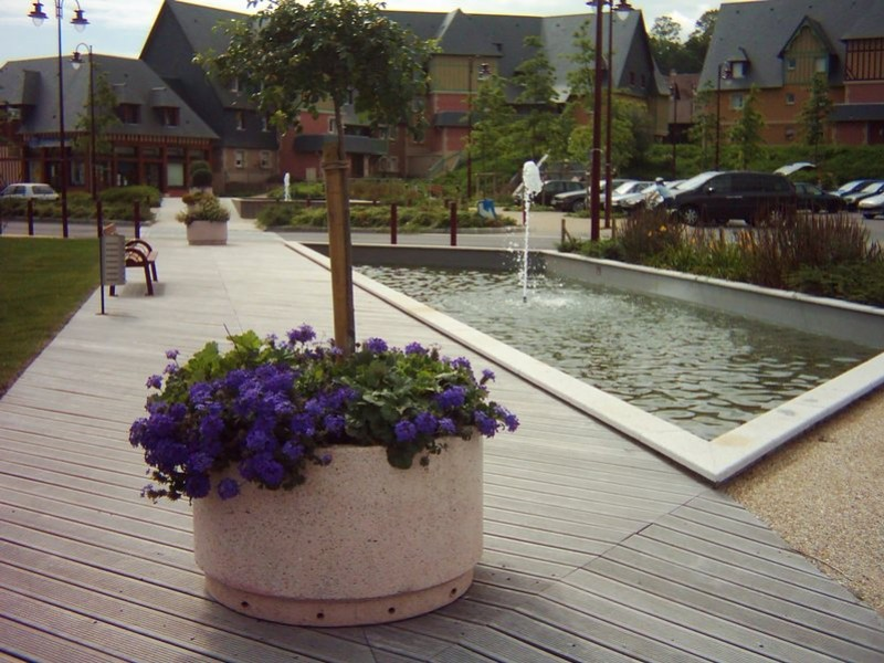Pourquoi choisir la jardinière béton pour un espace public ?
