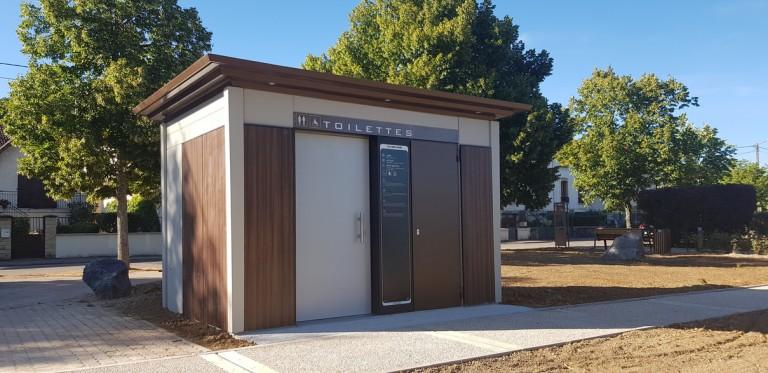 Francioli : mobilier urbain et toilettes publiques en béton