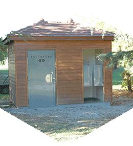 Toilette publique 2 cabines avec toit à tuiles 4 pans